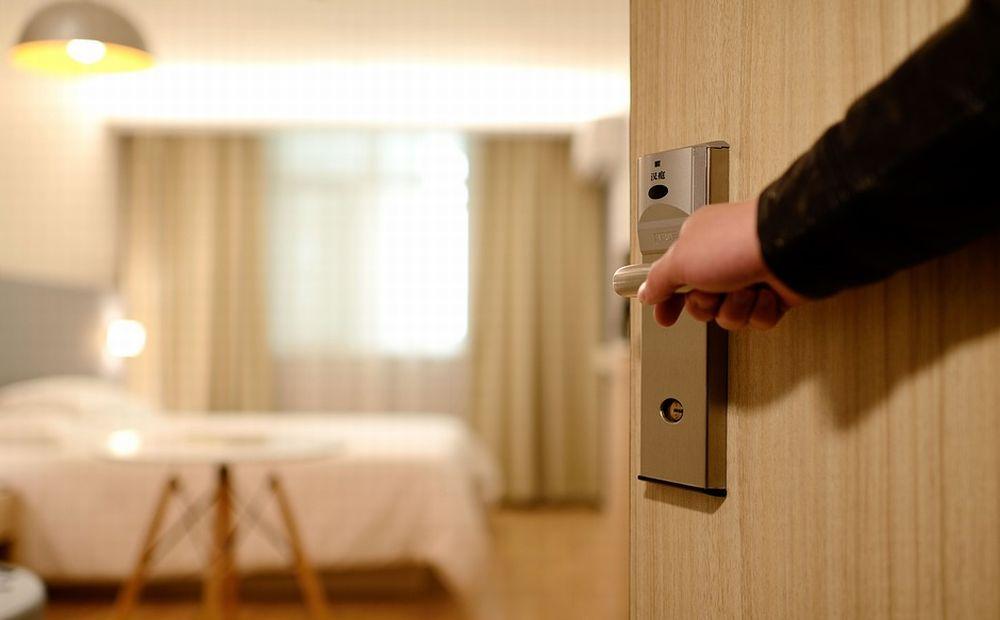 Sanremo. Spacciatore straniero clandestino affitta una stanza di albergo per un mese e poi scappa