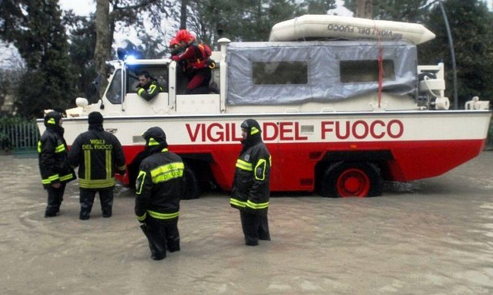 Decine di tortonesi intrappolati dall'acqua e soccorsi dai pompieri. La cronaca degli ultimi interventi