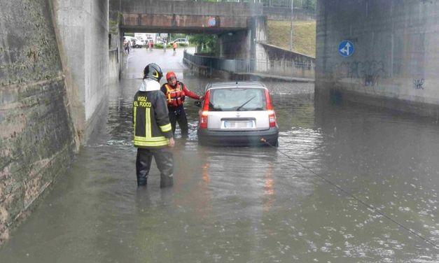 Danni del temporale a Tortona con sottopassi allagati, infiltrazioni e abitazioni piene d'acqua