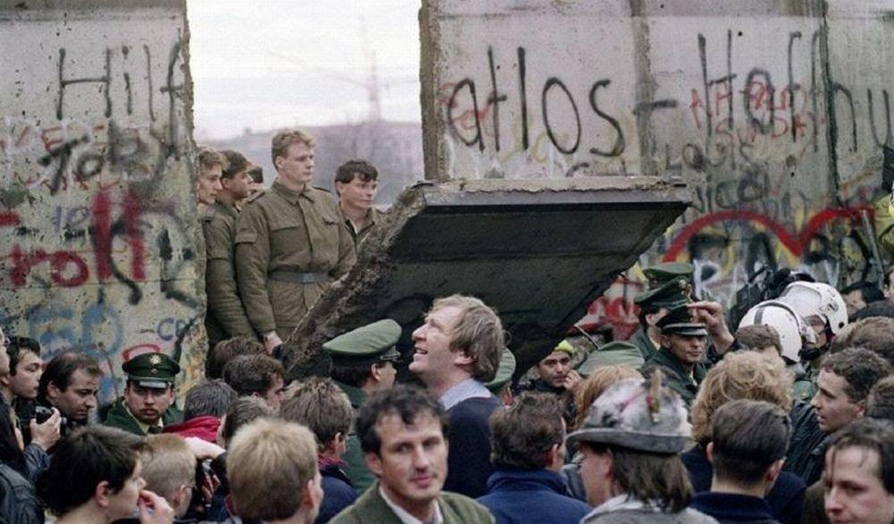 Martedì la Biblioteca di casale celebra i 30 anni dell'abbattimento del muro di Berlino