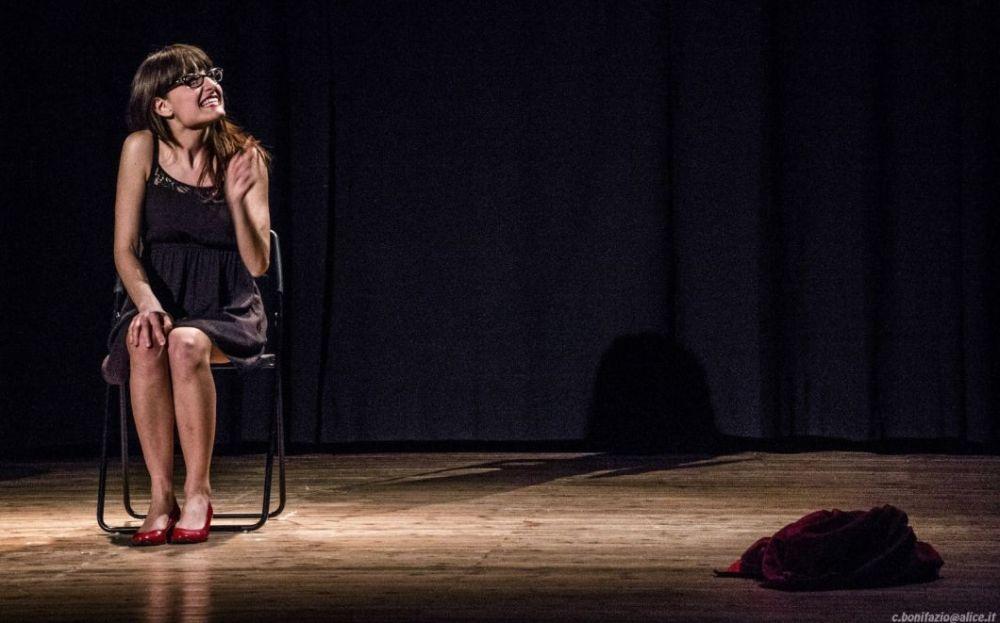 Sabato al teatro della Juta di Arquata uno spettacolo comico con Giulia Pont
