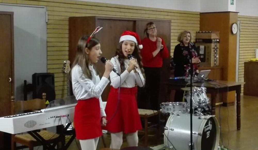 """Bella iniziativa dei giovani  dell'Accademia Perosi di Tortona che allietano il Natale agli anziani del """"Mater dei"""""""
