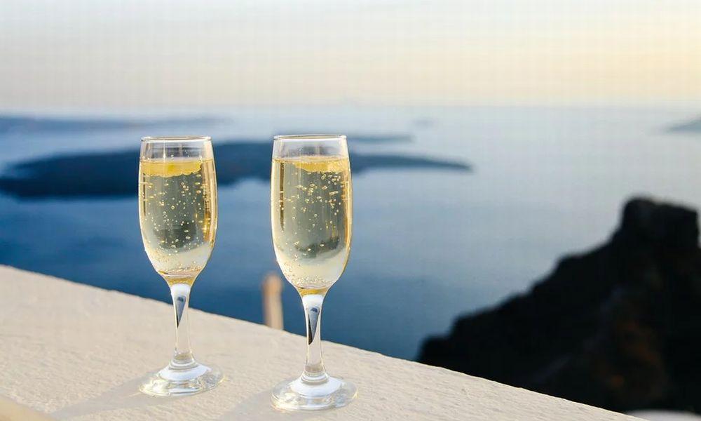 A Capodanno nel Ponente Ligure si brinda con vino e spumante locale