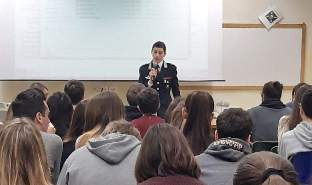 "La comandante dei carabinieri di Novi Ligure al Liceo ""Peano"" di Tortona"
