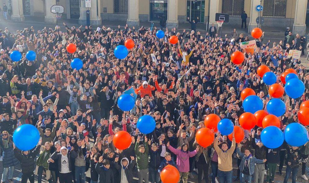 Gli studenti di Tortona in piazza contro il bullismo.Le immagini