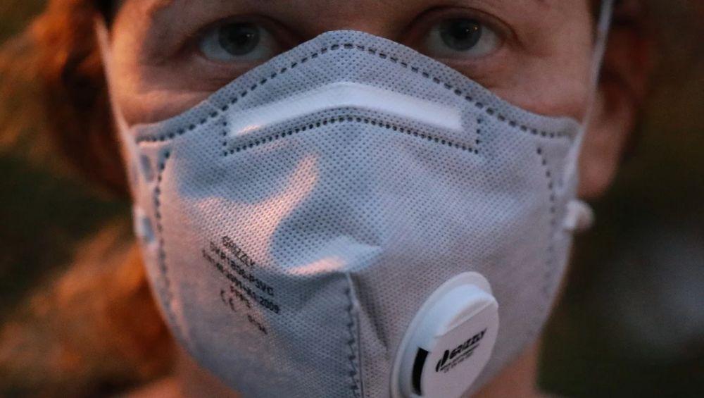 Il Coronavirus resiste fino a 3 giorni sulle superfici di plastica. Uno studio del virologo Roberto Burioni del San Raffaele