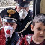 I carabinieri di Ventimiglia consegnano uova di Pasqua ai bambini della cooperativa TMA