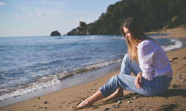 Solo il 25% delle persone potrà stare in spiaggia, riapertura a rischio per pubblici esercizi e bagni marini