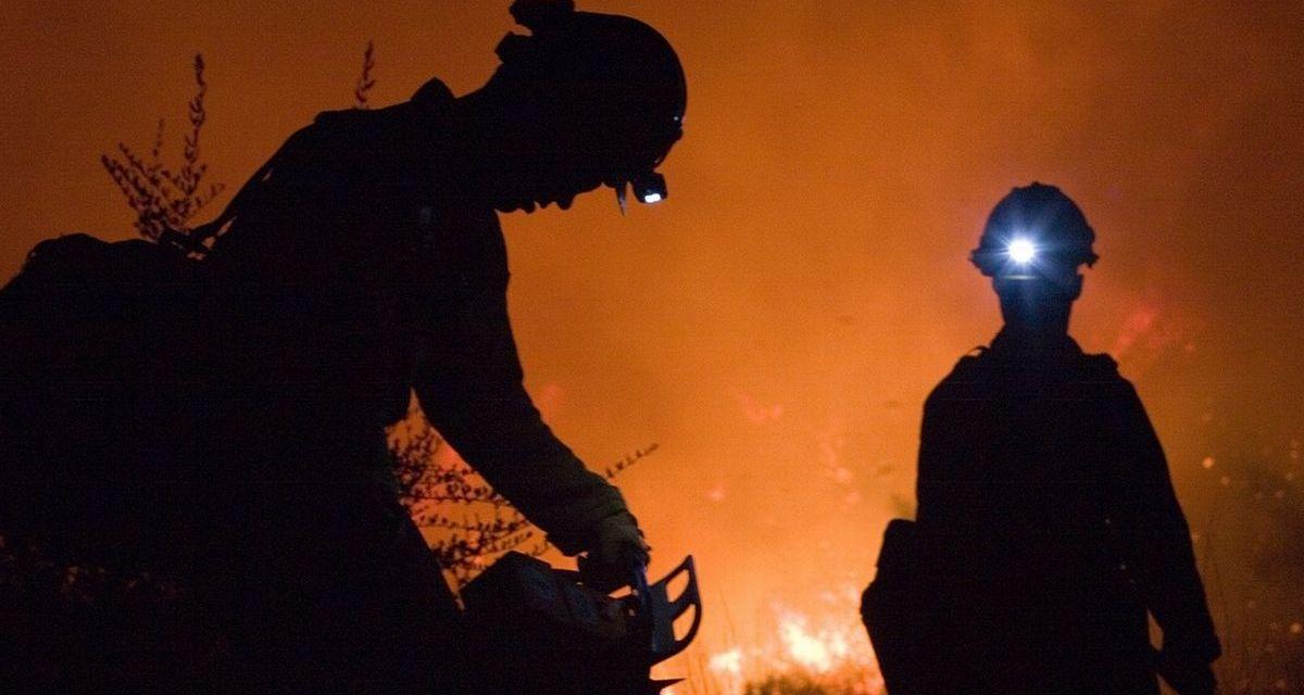 A Tortona prende fuoco una Mercedes con un uomo alla guida e un campo sulla statale per Voghera