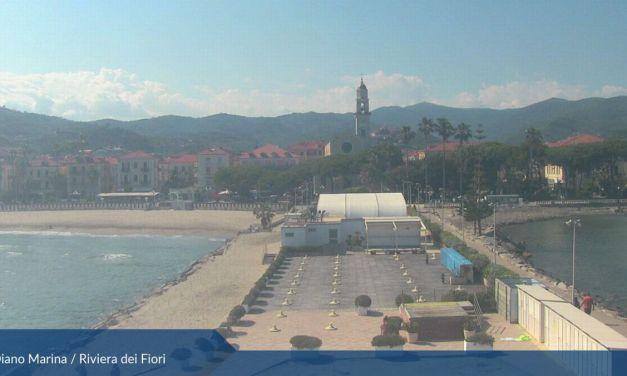 A Diano Marina si stanno preparando le spiagge per l'estate con le distanze