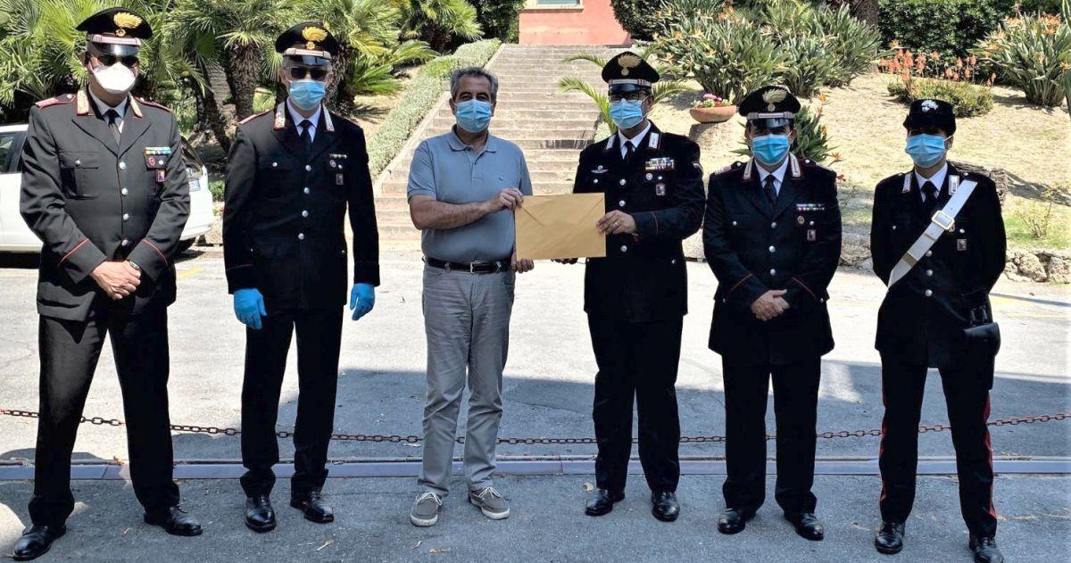 Covid-19: i Carabinieri ringraziano l'ASL1 di IMperia con un incontro simbolico per la consegna di una donazione