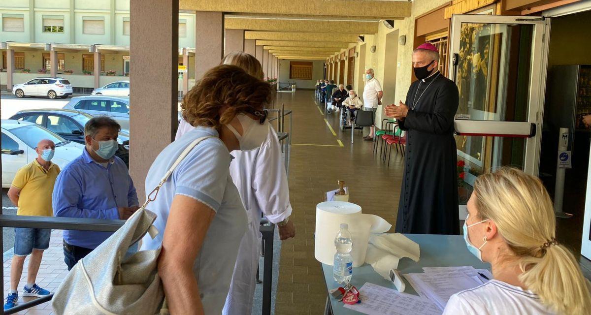 Il Centro Mater Dei di Tortona ha riaperto le visite ai parenti degli anziani alla presenza del Vescovo