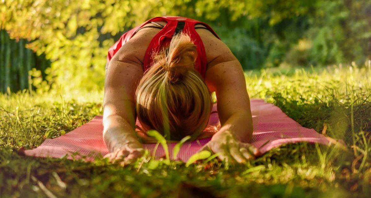 Yoga all'aperto per tutti a Diano Marina presso il Parco Giochi di Via Rossini