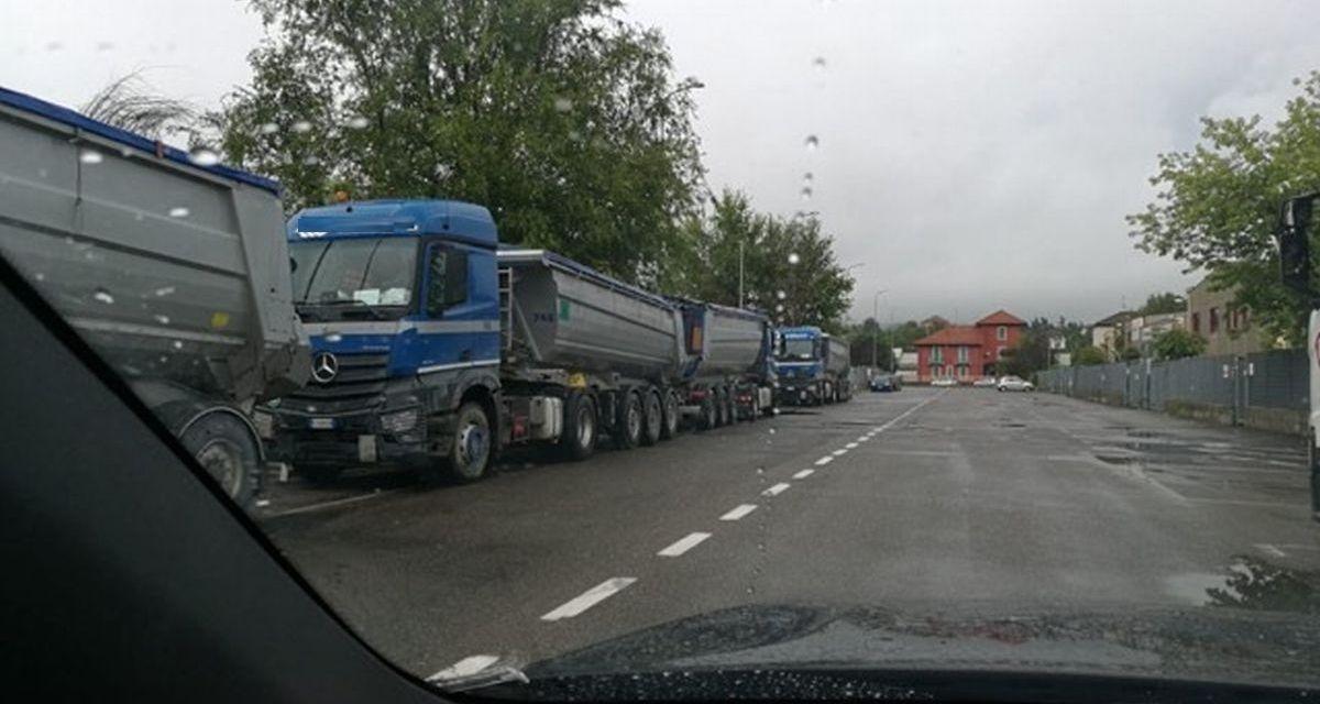 A Tortona i camion parcheggiati creano problemi di sicurezza e smog a sud della città? La segnalazione di un lettore