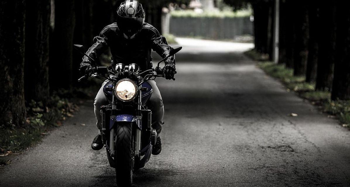 A Tortona scatta la caccia al motociclista rumoroso che sfreccia a folle velocità verso mezzanotte