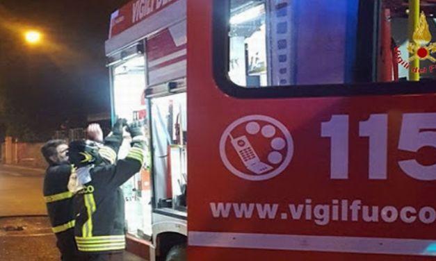 Con un incredibile intervento, il capo dei pompieri di Tortona evita una tragedia a Sale