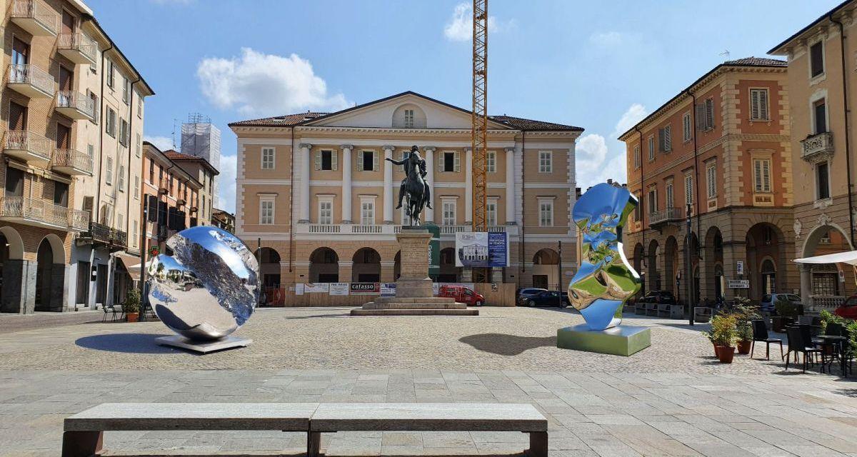 Il centro storico di Casale Monferrato diventa museo a cielo aperto con le sculture di Xhixha