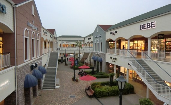 Outlet Mall à Rinku Town