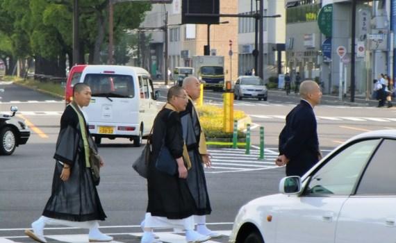 Moines au Sunport de Takamatsu