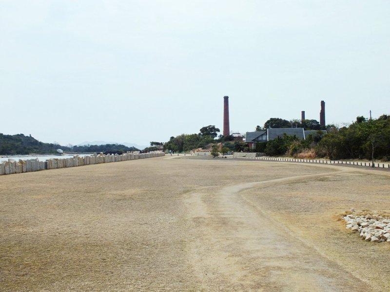 Entrée du Seirensho Art Museum et des ruines de la raffinerie de cuivre.