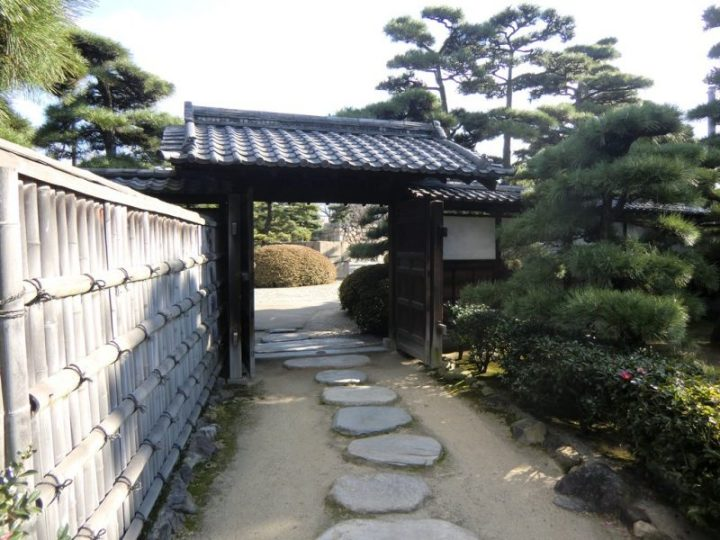 Porte dans le Parc de Tamamo
