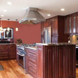 A beautiful kitchen with the J5 Mahogany Maple cabinets.