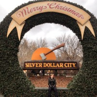 Silver Dollar City, Part 1: Milling Around