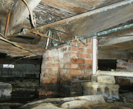 10 Reasons to Clean Your Crawl Space This Season