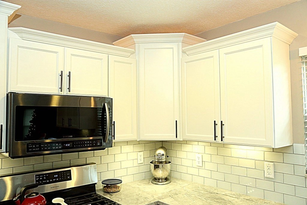 top mount kitchen sink single hole faucet with pull out spray super white granite hampton cabinets and new hardwood ...