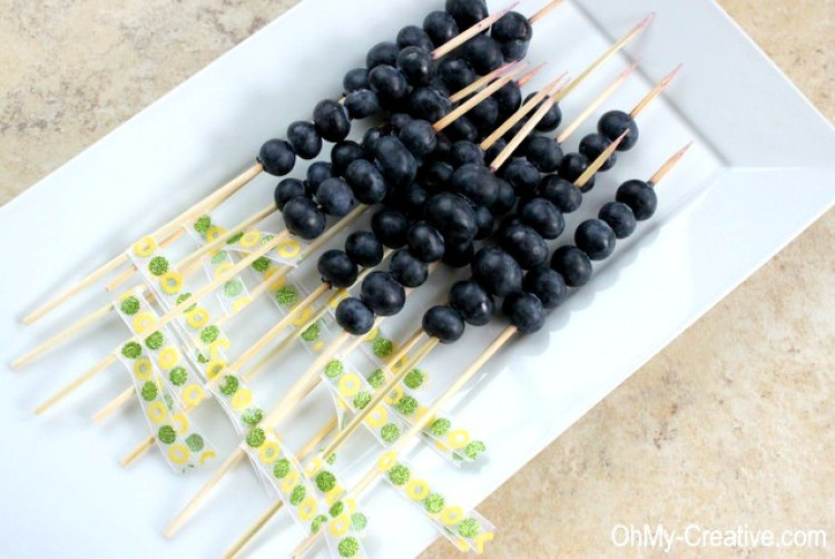 This Blueberry Vodka Lemonade is a light and delicious Summer Cocktail! Dress it up with Blueberry Skewers decorated with pretty party ribbons!   OHMY-CREATIVE.COM