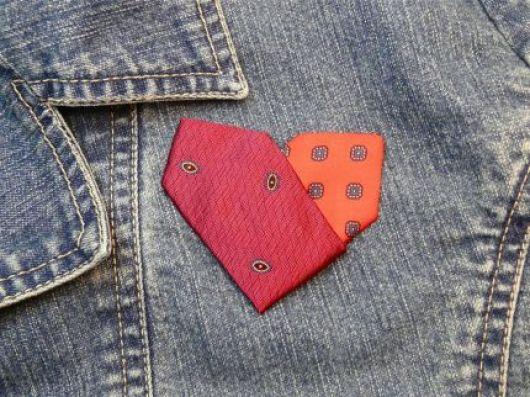 necktie_heart pin