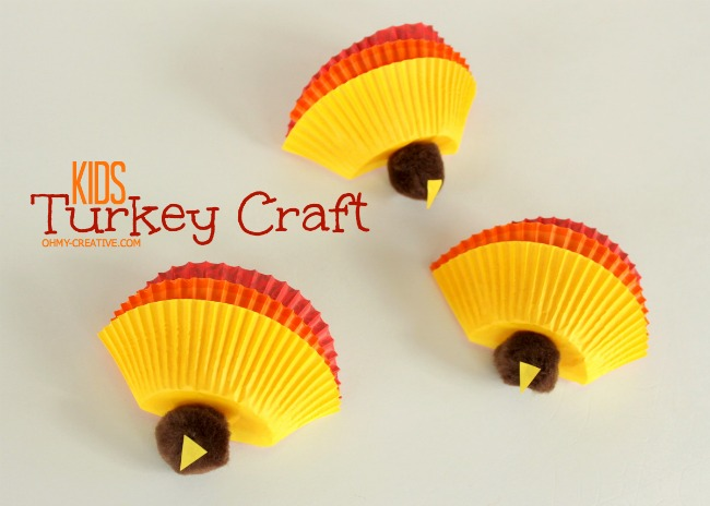Have the kids make these Kids Thanksgiving Turkey Craft then use it on the kids table Thanksgiving Day | OhMy-Creative.com