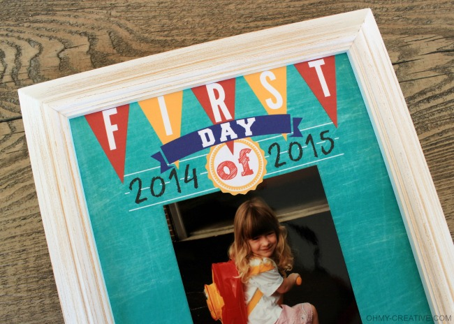 Display your First Day Of School Photos with this free Printable!     OHMY-CREATIVE.COM  #BackToSchool
