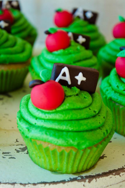 School Graduation Cupcakes With Apple