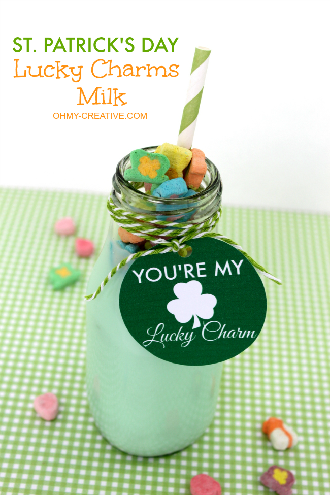 Celebrate St. Patrick's Day with this Lucky Charms Milk and Free Printable Tag! So fun for the kids! | OHMY-CREATIVE.COM