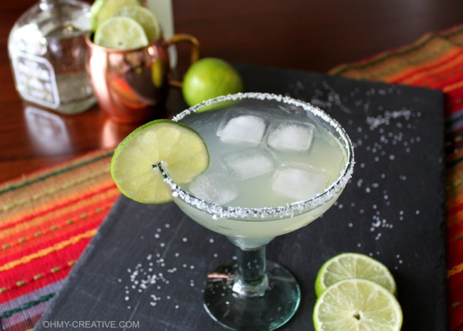 Try a refreshing twist on the old margarita and make this Moscow Mule Margarita using ginger beer! You won't be disappointed! | OHMY-CREATIVE.COM