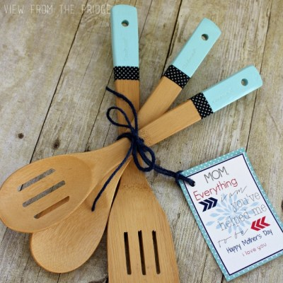 Color Dipped Wooden Utensils + Free Printable Gift Tag