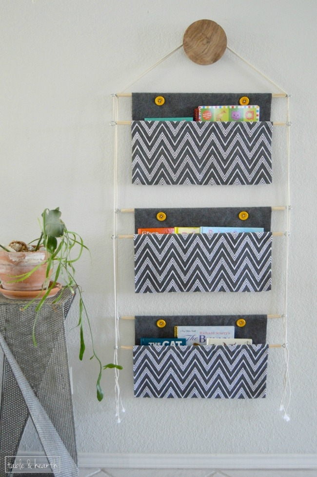 Diy hanging book holder oh my creative keep the kids book organized with this diy hanging book holder pretty too solutioingenieria Choice Image