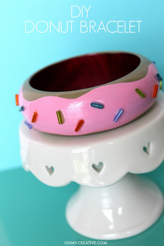 Fun DIY Donut Bracelet - dress it up or dress it down! A perfect  whimsical accessory!  |  OHMY-CREATIVE.COM