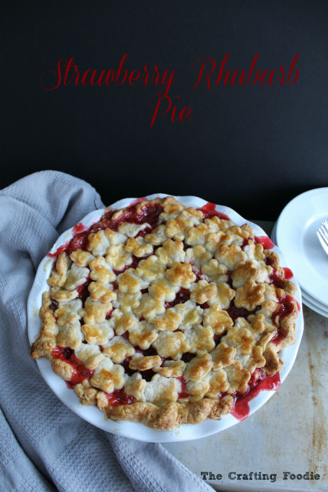 This Strawberry Rhubarb Pie features an all-butter, flaky crust with a sweet and tart filling made with fresh strawberries and rhubarb. The Crafting Food for OHMY-CREATIVE.COM