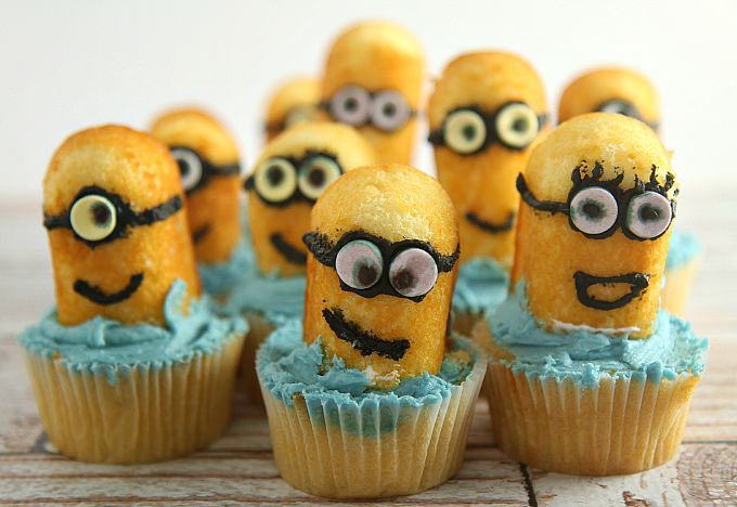 Easy Minion Cupcakes using Twinkies