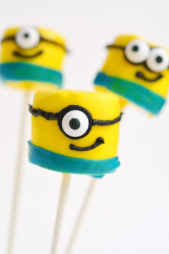 How to make Minion Marshmallow Pops