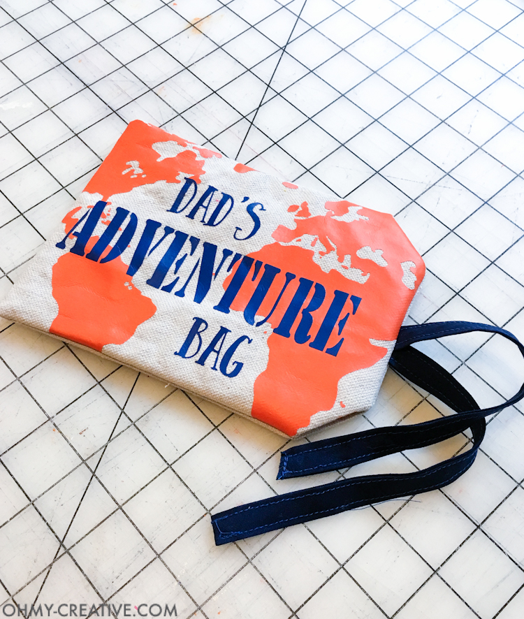 Create the best Personalized Gift for Dad. This Outdoor Adventure Gift Bag had everything you need to be ready for last minute summer adventures with dad. The perfect Father's Day gift idea. | OHMY-CREATIVE.COM