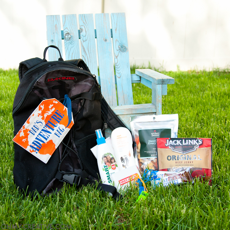 Create the best Personalized Gift for Dad. This Outdoor Adventure Gift Bag has everything you need to be ready for last minute summer adventures with dad. The perfect Father's Day gift idea. | OHMY-CREATIVE.COM