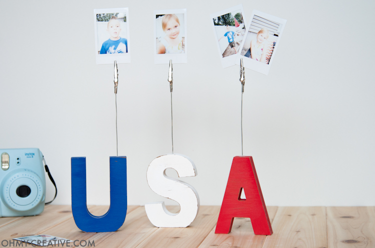This super easy craft is the perfect addition to your patriotic decor. Make these USA sign displays to hold pictures or even food labels for your 4th of July barbecue. | OHMY-CREATIVE.COM