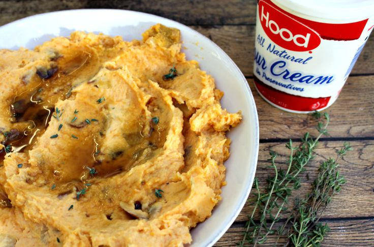Creamy Mashed Sweet Potatoes - 25 Thanksgiving Side Dishes to complete your Thanksgiving dinner! Including Thanksgiving vegetable side dish recipes, traditional Thanksgiving recipes as well as new recipes to try! | OHMY-CREATIVE.COM