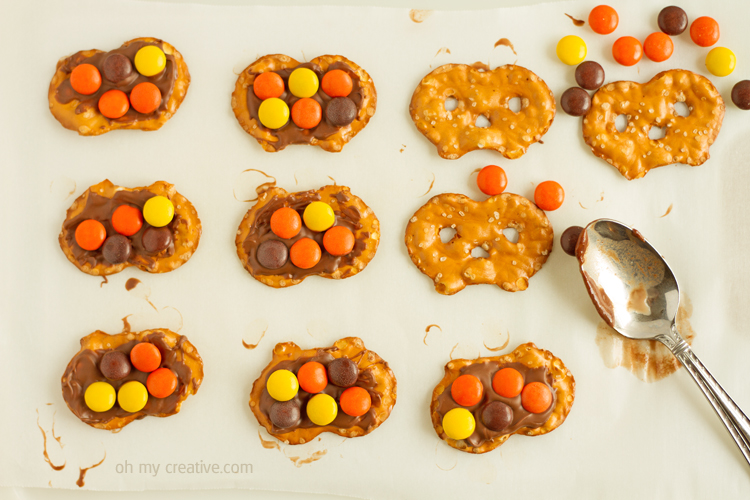 Just 3 ingredients in this leftover Halloween candy recipe - a tasty sweet and salty treat! Easy for the kids to make into a Thanksgiving treat!  |  OHMY-CREATIVE.COM