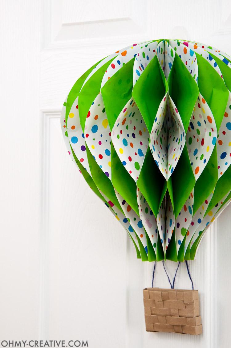 DIY Hot Air Balloon Decor    OHMY-CREATIVE.COM   Paper Hot Air Balloon   Unique Spring Wreath   Paper Crafts   Paper Decor   Spring Decor   Summer Decor   Nursery Decor   Hot Air Balloon Craft