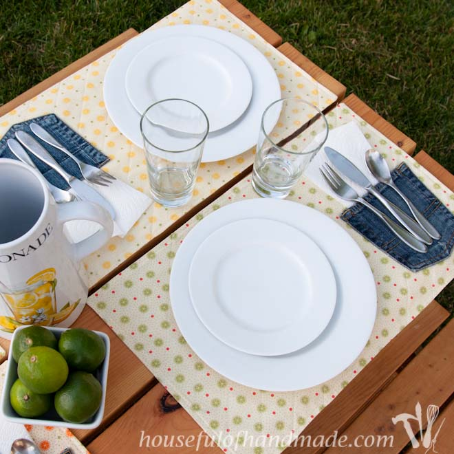 Brightly colored quilted placemats with the perfect place to hold your napkin. Housefulofhandmade.com