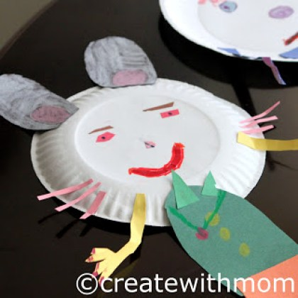 Paper Plate Face Craft | 20 PAPER PLATE CRAFTS FOR KIDS | OHMY-CREATIVE.COM | kids crafts | paper plates | preschool crafts | kindergarten crafts | school kids crafts | Under the sea crafts | paper plate animal crafts | rainbow craft | olympics craft | watermelon craft | monster craft | paper craft